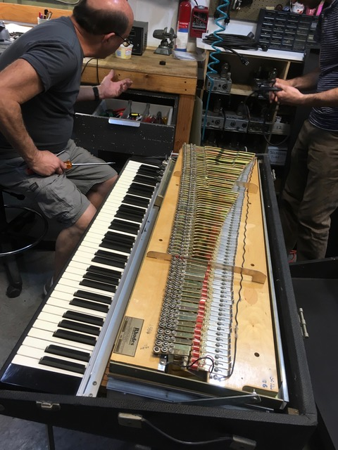 Rhodes Piano(1976年製造)