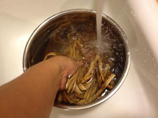 芋がら 水洗い