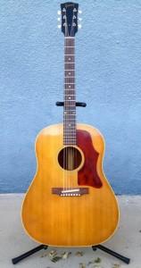 """22才の時に買った1969年製造の""""Gibson J-50″"""