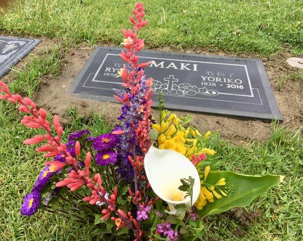 明日は母の日・・オックスナードに両親の墓参り