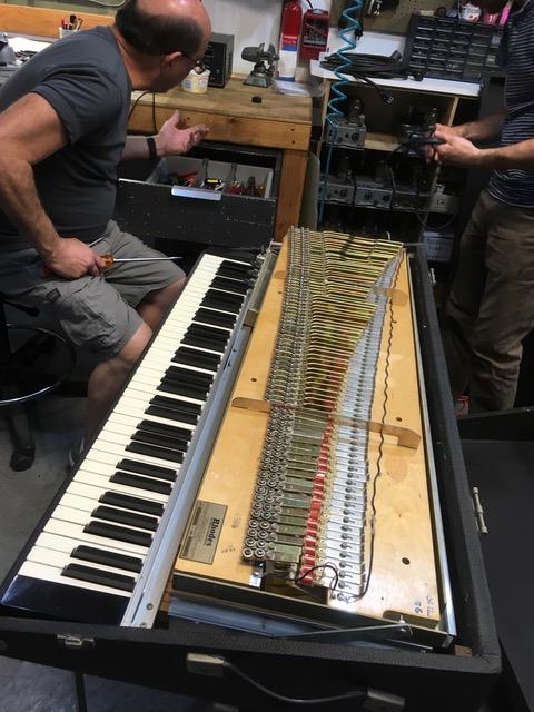 Rhodes Piano(1976年製造)をメンテナンスに出しました。