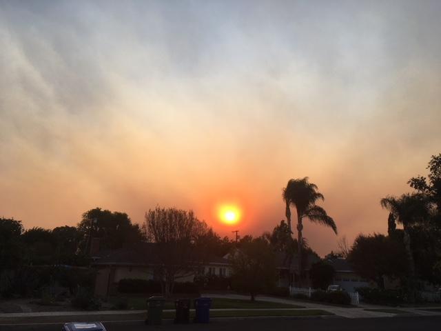 ヴェンチュラ郡、サンタクラリータ、シルマー、ベルエア山火事の鎮火を祈ります。